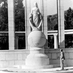 Monument rappelant l'arrivée des premiers  huguenots en Afrique du Sud (1688),