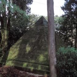 Tombe pyramidale