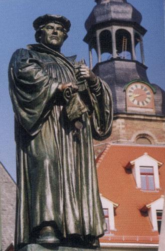 Statue Martin Luthers in Eisleben