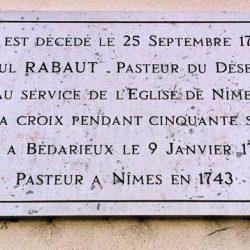 Plaque rappelant le souvenir du pasteur du Désert Paul Rabaut (1718-1794) à Nîmes (Gard).