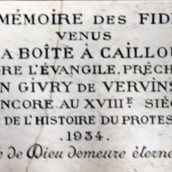 Plaque commémorant les assemblées du Désert à la Boite à Cailloux, Hargicourt (Aisne).