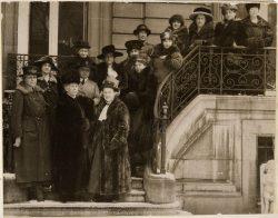 Délégation des femmes de l'Alliance internationale pour le suffrage des femmes, en 1919.