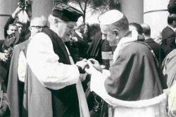 Le Pape Paul VI et l'Archevêque de Cantorbery Mickael Ramsey (1966)