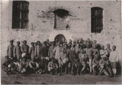 Aumôniers et soldats malgaches et tahitiens (1917)