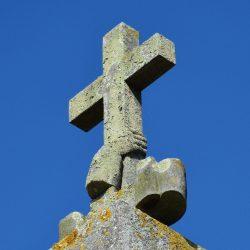 <i>Symbole tenir la croix au faîte du temple réformé de Paimpol</>