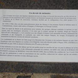 <i>Plaque en mémoire à la résistance durant la guerre 1939-1945 – Corniche des Cévennes</i>